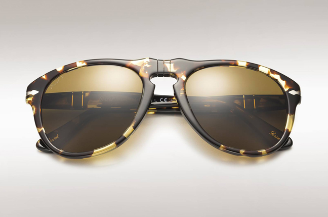 "Un occhiale da sole Persol che appartiene alla ""Icons Collection"""