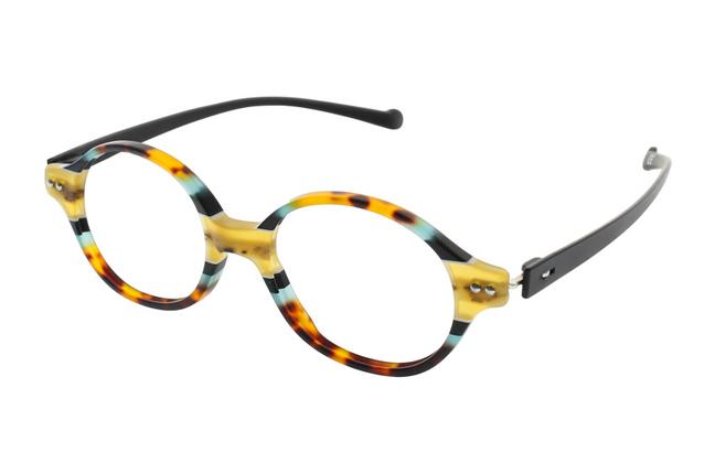 """Gli occhiali iGreen sono facilmente personalizzabili: questo modello ha il frontale multicolore """"animalier"""" e le aste nere"""