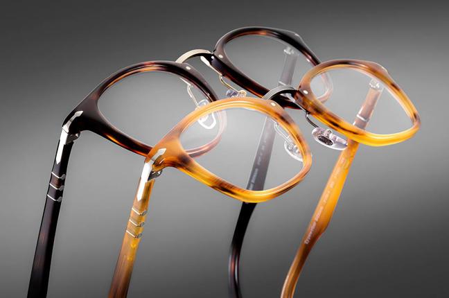 """Le montature da vista della collezione """"Typewriter Edition"""" degli occhiali Persol"""