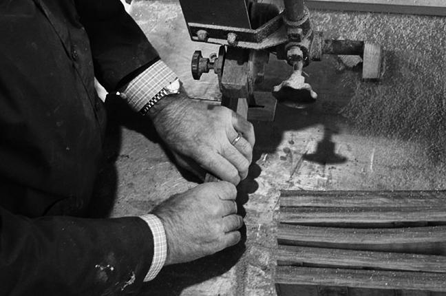 Le vecchie botti di vino vengono lavorate e riutilizzate per le aste degli occhiali Barriqule