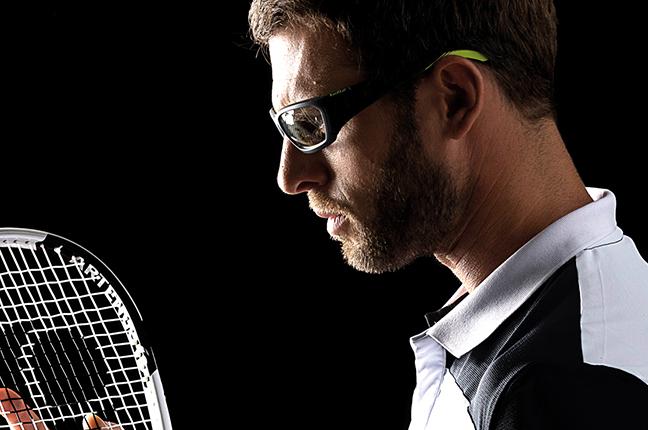 """Un tennista indossa occhiali Bollé appartenenti alla collezione """"SPORT PROTECTIVE"""""""