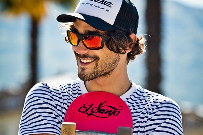 """Un ragazzo indossa il modello """"EMPIRE"""" degli occhiali da sole Cébé"""