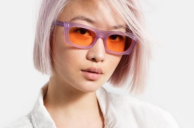"""Una ragazza indossa il modello """"SUPER for Storm Lilac"""" degli occhiali SUPER by Retrosuperfuture®"""