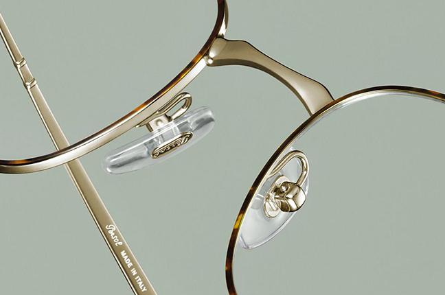 """Il dettaglio del modello da vista """"PO2450V"""" degli occhiali Persol, appartenente alla collezione """"649 Evolution"""""""