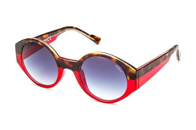 """Il modello """"DINA"""" degli occhiali Saraghina, nella versione """"AVANA/CORALLO - LENTE SFUMATA GRIGIA"""""""
