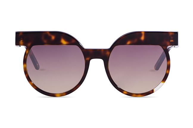 """Il modello """"Classic 6"""" degli occhiali JPlus, nella versione """"sole"""""""