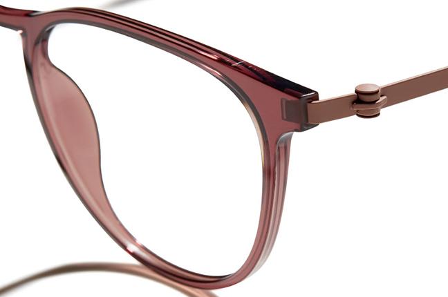 """Un modello degli occhiali Modo, appartenenti alla collezione """"R 1000 + TITANIUM"""""""