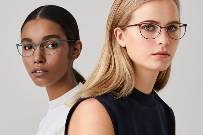 """Due ragazze indossano occhiali Modo, appartenenti alla collezione """"BLOCK TITANIUM"""""""