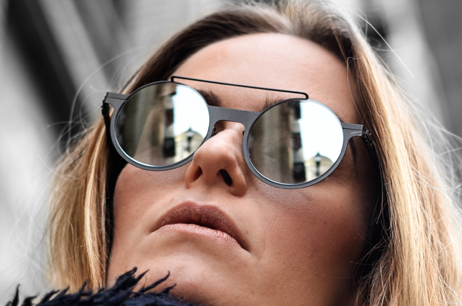 """Una ragazza indossa il modello """"MAESTRO"""" degli occhiali da sole Roundten"""