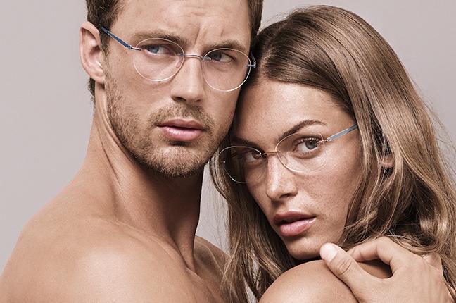 Due modelli indossano occhiali da vista Silhouette