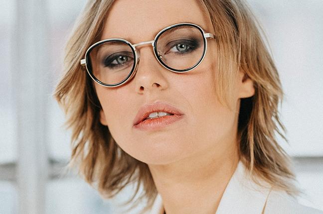 """La bellissima Olga De Mar indossa il modello """"CARY"""" degli occhiali Joystar"""