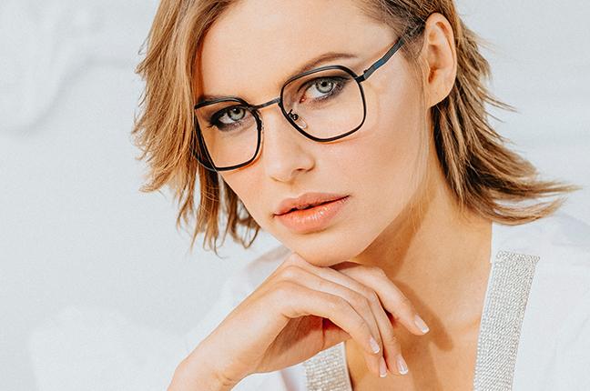 """La bellissima Olga De Mar indossa il modello """"GRANT"""" degli occhiali Joystar"""