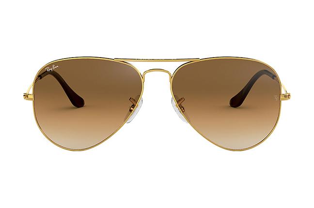 """Il modello """"AVIATOR GRADIENT"""" degli occhiali da sole Ray-Ban"""