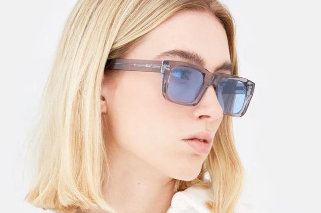 """Una ragazza indossa il modello """"Augusto Firma"""" degli occhiali SUPER by Retrosuperfuture®"""