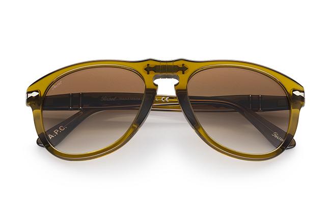 """Il modello """"649"""" (verde trasparente) degli occhiali Persol, appartenente alla collezione """"Persol & A.P.C."""""""