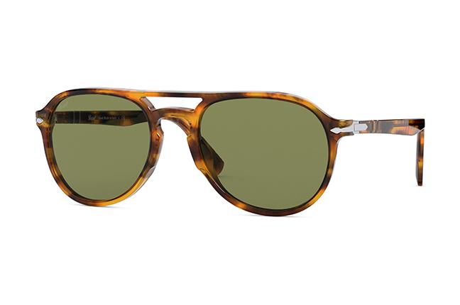 """Il modello """"El Profesor Sergio"""" (color caffè) degli occhiali Persol, appartenente alla collezione """"La Casa di Carta"""""""