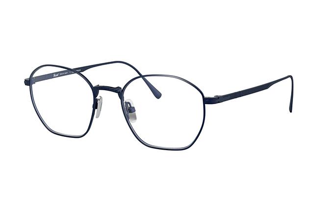 """Il modello """"PO5004VT"""" (blu navy satinato) degli occhiali Persol, appartenente alla collezione """"Titanium"""""""