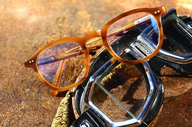 Un modello degli occhiali da vista Steve McQueen