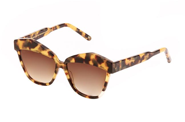 """Il modello """"CLASSIC5"""" degli occhiali da sole JPlus, nella variante colore """"Tartarugato scuro"""""""