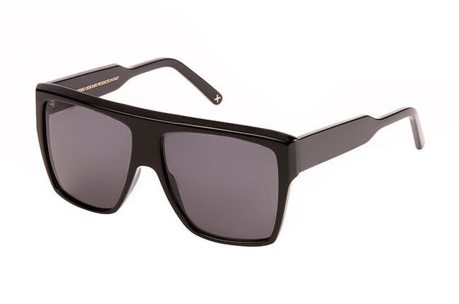 """Il modello """"JIMI2"""" degli occhiali da sole JPlus, nella variante colore """"Nero"""""""