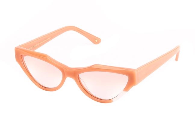 """Il modello """"DRAWN1"""" degli occhiali da sole JPlus, nella variante colore """"Giallo trasparente"""""""
