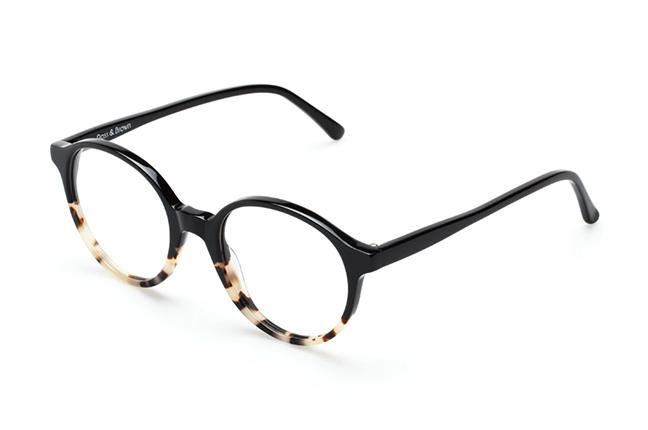"""Il modello """"CAPRI"""" degli occhiali Ross and Brown, nella versione """"Black Stracciatella"""""""