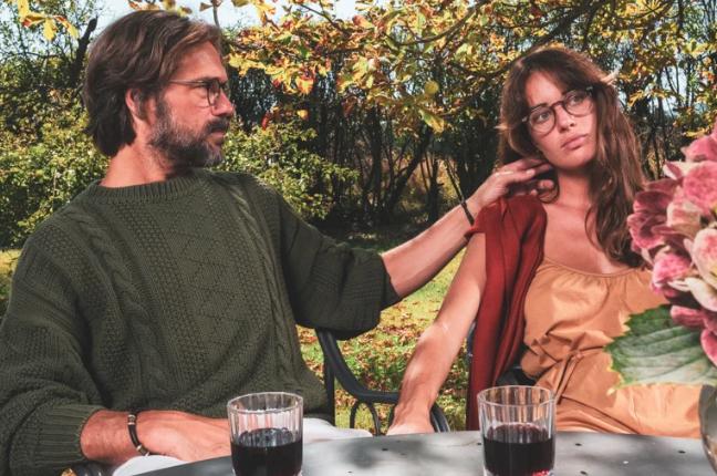 Un uomo e una ragazza indossano occhiali da vista Ross and Brown