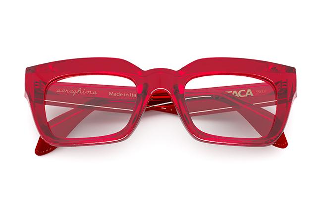"""Il modello """"PATACA"""" degli occhiali da vista Saraghina, nella versione """"ROSSO RUBINO CRISTALLO LUCIDO"""""""