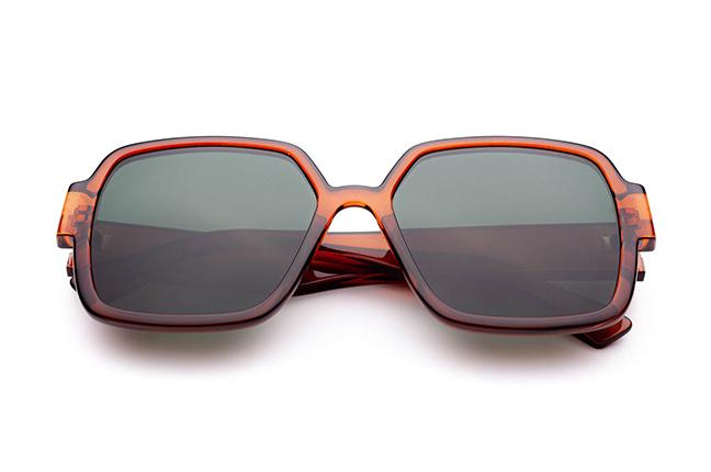 """Il modello """"EGO"""" degli occhiali da sole Saraghina, nella versione """"COGNAC CRISTALLO"""""""