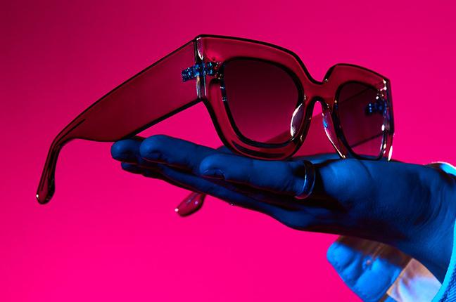 """Il modello """"MAGDA"""" degli occhiali da sole Saraghina"""