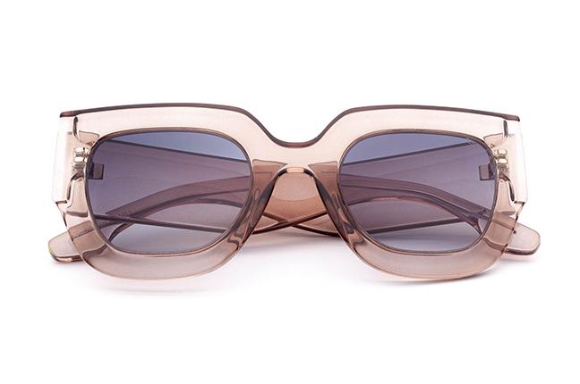 """Il modello """"MAGDA"""" degli occhiali da sole Saraghina, nella versione """"BEIGE CRISTALLO"""""""