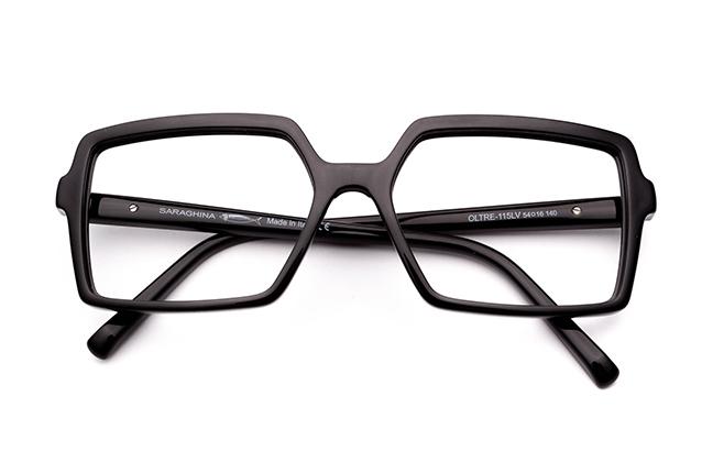 """Il modello """"OLTRE"""" degli occhiali da vista Saraghina, nella versione """"NERO LUCIDO"""""""
